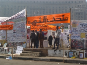 Protestors opened their very own Tahrir Museum in the center circle of the roundabout.