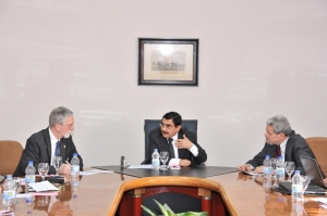 Essam al-Haddad, with Hulsman (L) and Schleiffer (R)