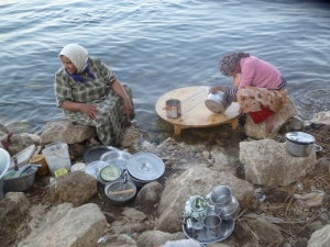 On the way to the Holy Family site of Qusair we passed by a new but very traditional village. The women, Muslim, are doing dishes in the Nile.