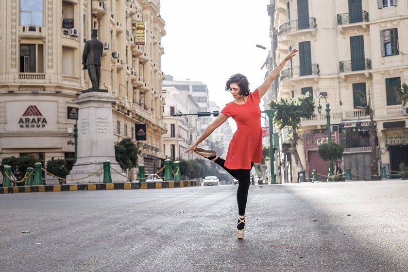 One of the ballerinas participating in the Ballerinas of Cairo project poses, Cairo, Nov. 11, 2016. (photo by Facebook/ballerinaofcairo)